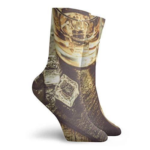 63251vdgxdg sokken voor dames, maat 10-12, whiskey met ijs-in-glazen, rustieke houten bakground, Copy Space