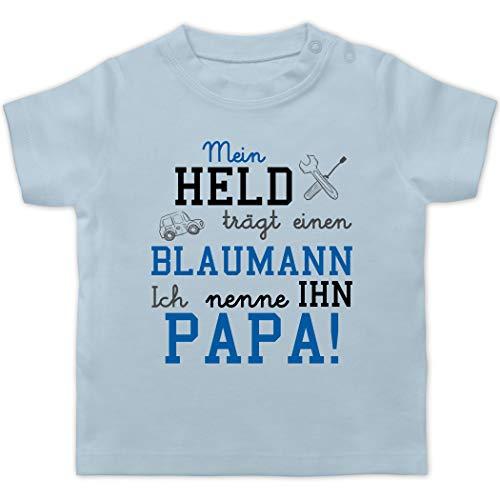 Sprüche Baby - Mein Held trägt einen Blaumann - 1/3 Monate - Babyblau - Geschenk - BZ02 - Baby T-Shirt Kurzarm