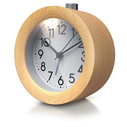 CSL - Wecker analog ohne Ticken – rund - Holz hell – Retro Design – beleuchtetes Ziffernblatt mit Licht – lautlos - Reisewecker - Weckton - Snoozetaste Schlummerfunktion – batteriebtrieben - hell