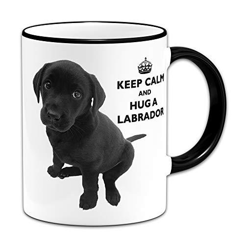 Keep Calm and Hug A Labrador (Negro) - Taza de regalo + mango y borde negro