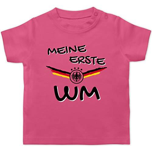 Fußball-Europameisterschaft 2020 - Baby - Meine erste WM Deutschland - 1/3 Monate - Pink - Meine erste wm 2018 Deutschland - BZ02 - Baby T-Shirt Kurzarm