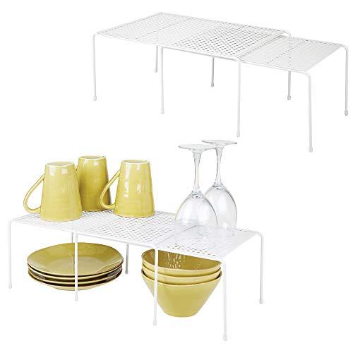 mDesign Juego de 4 estanterías metálicas para armarios de cocina – Práctico estante para vajilla de metal – Amplía la superficie de apoyo – Baldas de cocina antideslizantes y extensibles – blanco
