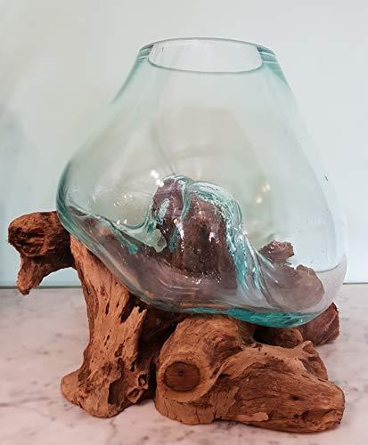 Glas/Vaas op stronk Small, 3 Liter, Houten stronk met handgeblazen glazen vaas. Deze vaas past precies op de houten stronk waardoor ieder exemplaar uniek is. Glas is geblazen van gerecycled glas waardoor oneffenheden kunnen voorkomen.
