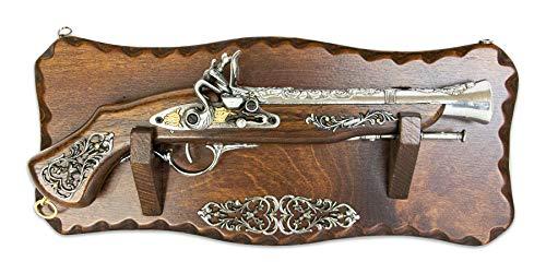 Pistola realizzata in legno con antiche tecniche che rendono questo prodotto autentico come il vero modello di un tempo, risultando al tatto liscio e facile da impugnare così da garantire una vera e propria esperienza storica a tutti gli effetti. Tut...
