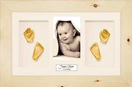 Anika-Baby Kit de moulage pour bébé Cadre 4 ouvertures Pin naturel Passe-partout crème/fond crème/peinture doré 36,8 x 21,6 cm