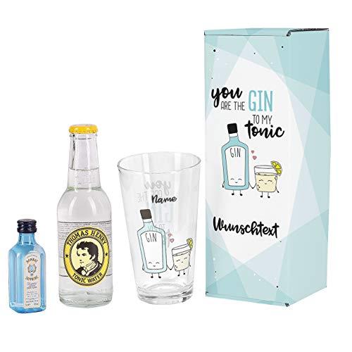 Herz & Heim® Gin Geschenkset - You are the Gin to my Tonic - mit Mini Bombay Sapphire, Thomas Henry Tonic, Longdrinkglas und schöner Verpackung mit Wunschnamen und Wunschtext