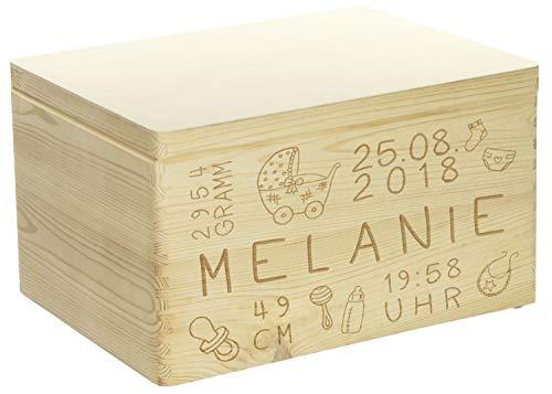 LAUBLUST Holzkiste mit Gravur Personalisiert Rassel Motiv Zur Geburt - 40x30x24cm, Natur, FSC®