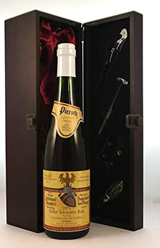 Zeller Schwarze Katz 1971 Pieroth en una caja de regalo forrada de seda con cuatro accesorios de vino, 1 x 750ml