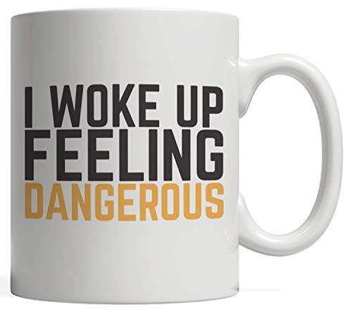 Taza con texto en inglés 'I Wake Up Feeling Dangerous – Divertida cita inspiradora como inspiración para el éxito de las personas que aman el gimnasio y el ejercicio con motivación – 12 oz