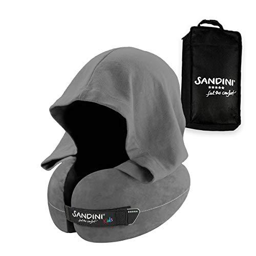 SANDINI TravelFix® Hoodie Kids Size – Premium Reisekissen mit Verschluss/Nackenkissen mit ergonomischer Stützfunktion für Kinder und integrierter Kapuze – Gratis Transporttasche mit Befestigungs-Clip