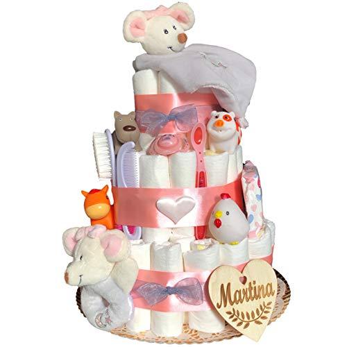 Tarta de pañales recién nacido niña tres pisos modelo Ratoncitos rosa con corazón personalizado, doudou, mordedor, cuchara, peine y cepillo, chupete, toallitas y animalitos baño.