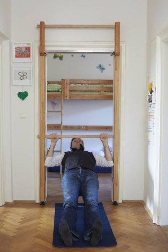 BIROLI - Tür-Sprossenwand & Klimmzugstange & Türreck kombiniert - Massivholz ohne Schrauben im Türrahmen - optimale Slingtrainer-Befestigung für Fun & Training für Gross und Klein