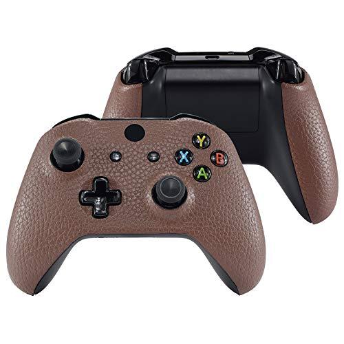 eXtremeRate Carcasa para Parte Delantera&Grips de Mando Xbox One S/X Protector Shell de Textura Cuero PU Superior Funda Frontal con Placa de Agarres para Control Xbox One X One S-Modelo 1708(Marrón)