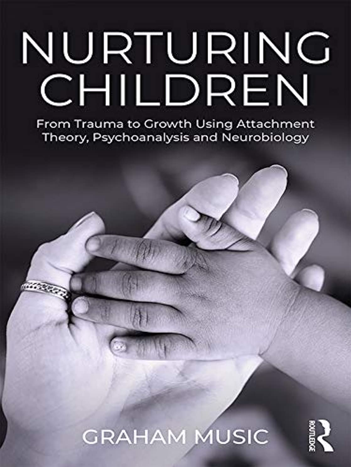 砂軽減するトランスペアレントNurturing Children: From Trauma to Growth Using Attachment Theory, Psychoanalysis and Neurobiology (English Edition)