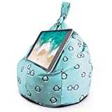 Soporte para Tableta y iPad Planet Buddies, Soporte Tableta, Ideal para iPad, Samsung, Huawei o Tableta de hasta 12.9 Pulgadas, Dos Bolsillos para Almacenamiento, diseño ergonómico - Pingüino Azul