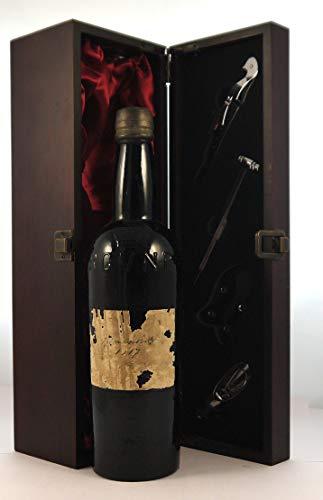 Believed Garrafeira Port, Real Companhia Vinicola do Norte de Portugal 1917 en una caja de regalo forrada de seda con cuatro accesorios de vino, 1 x 750ml
