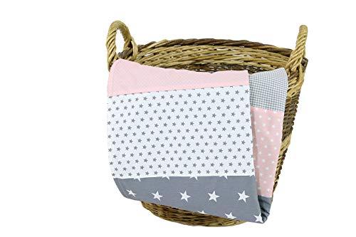 ULLENBOOM ® Babydecke 70x100 cm Rosa Grau (Made in EU) - Baby Kuscheldecke aus ÖkoTex Baumwolle & Fleece, ideal als Kinderwagendecke oder Spieldecke geeignet, Design: Sterne, Punkte, Patchwork
