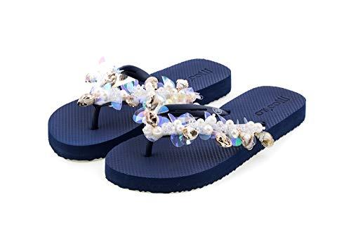 MOO´ILO Damen Sommer Zehentrenner Sandale 'Blue Muschel' mit Strass Steinchen, Perlen und Muscheln (handgestickt) - Ultraweiche Strandsandale mit natürlicher