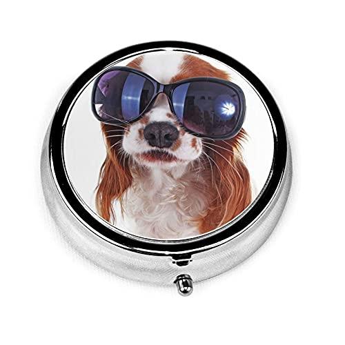 Pastillero Perro divertido con gafas de sol Pastillero para monedero Lindo organizador de pastillas de forma redonda de viaje pequeño