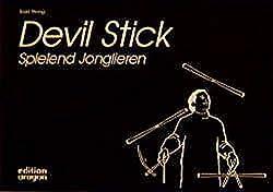 Devil Stick spielend Jonglieren