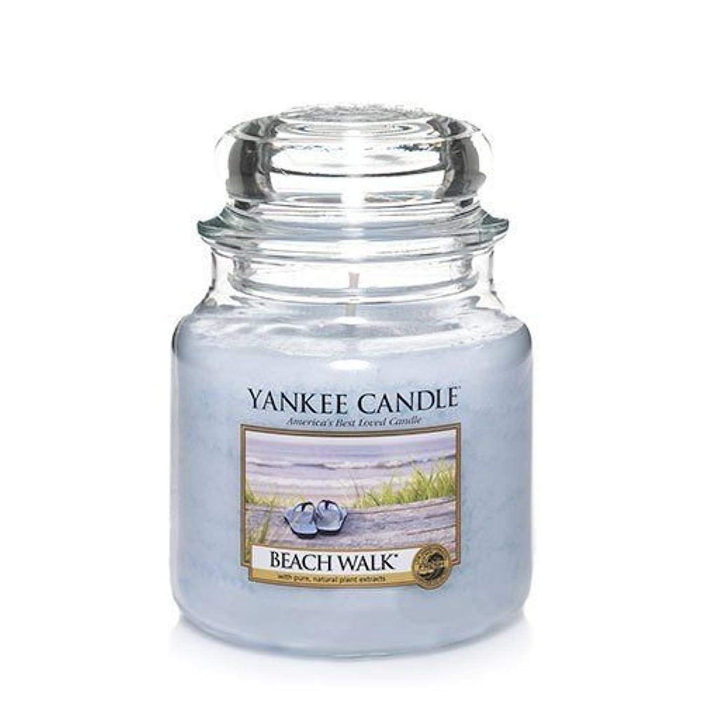 レバー加入ポケットYankee CandleビーチウォークMedium Jar Candle、Festive香り
