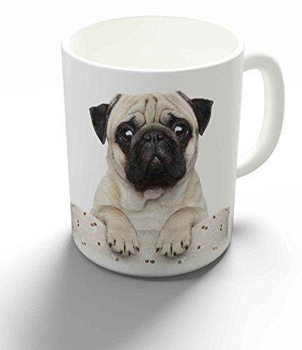 Merchandise for Fans Becher aus Keramik - 330 ml Motiv: Mops schaut frech über Stuhllehne (08)