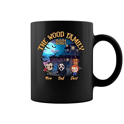 Taza personalizada de la familia de madera 2021, personajes de la película de terror Chibi, familia de Halloween, taza de café de cerámica con nombres personalizados (negro, 11 oz)