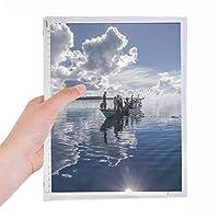 海の水の青いボートピープルの絵 硬質プラスチックルーズリーフノートノート