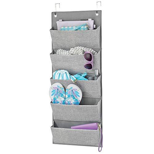 mDesign Colgador de ropa sin taladro – Organizadores de armarios con 5 bolsillos – Percheros para puerta multiusos para colgar en el dormitorio, el lavadero o el pasillo – gris