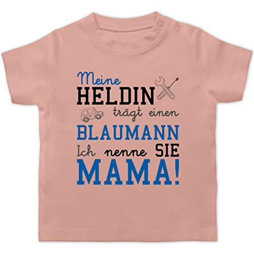 Anlässe Baby - Meine Heldin trägt einen Blaumann Mama - 1/3 Monate - Babyrosa - Baby blaumann - BZ02 - Baby T-Shirt Kurzarm