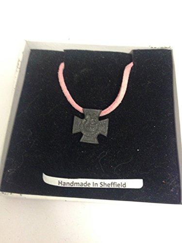 Victoria Cross WE-VCPIN - Collar de peltre inglés con cordón rosa hecho a mano (41 cm)