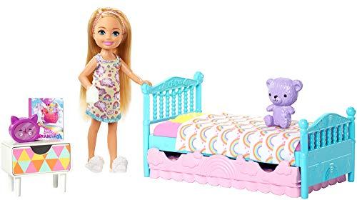 Barbie FXG83 - Club Chelsea Puppe Schlafzimmer Spielset, Puppen Spielzeug und Puppenzubehör ab 3 Jahren