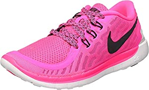 Ferse passt sich beim Laufen dem Boden an und unterstützt natürliches Abrollverhalten Der Free 5.0 (GS) ist ein Laufschuh für Damen und Kinder von Nike für Sport und Freizeit. Absatzform: Flach Anlass: Casual Außensohle: Synthetik