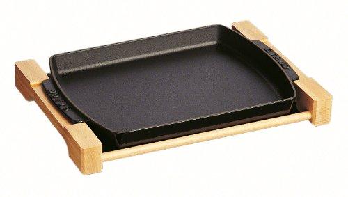 Staub Teller mit Holzunterlage, rechteckig (33 x 23 cm, 1 L) schwarz