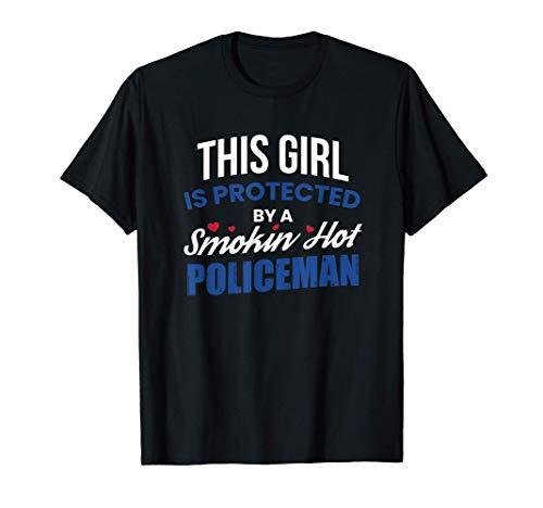 Chica protegida por un policía caliente marido novio novio Camiseta