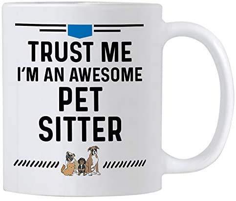 N\A Regalos de Cuidador de Mascotas. Taza de café de 11 onzas para Cuidadores de Perros o Gatos. Confía en mí, Soy un Cuidador de Mascotas increíble.