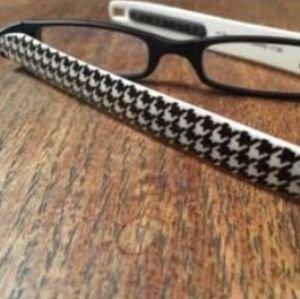 Reading Glasses Figoline Flat Folding Pod Readers Mode B & W-Strength +1.50