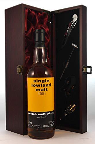 Single Lowland 8 year Old Malt Whisky 1991 en una caja de regalo forrada de seda con cuatro accesorios de vino, 1 x 700ml