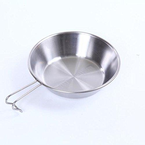 900mlの大容量のステンレス製シェラカップ。カレーライスやラーメンの器として重宝します。目盛りは付いていないため、食器やざっくりお湯を沸かすのに向いているかもしれません。