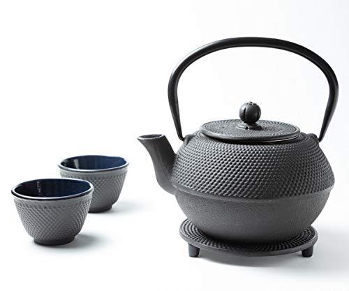 Tealøv Tetera Hierro Fundido Set 800 ml – Servicio DE TÉ Completo de Tetera de Hierro Fundido con Infusor, Tazas de té y Salvamantel – Interno smaltato - Diseño de Estilo Japonés – Arare Negro