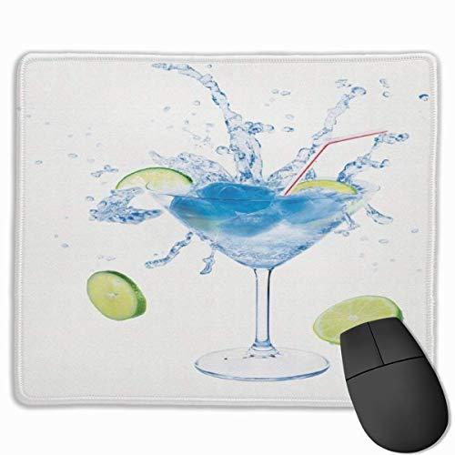 Mauspad, Mousepad, Wodka-Soda-Gurken-Limetten-Spritz-Martini-Glas-Cocktail auf einfachem Hintergrund Avocado Green Sea Blue