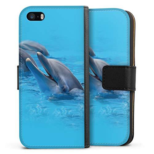 Klapphülle kompatibel mit Apple iPhone SE (2016-2019) Handyhülle aus Leder schwarz Flip Hülle Delfine Wasser Urlaub