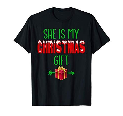 Ella es mi regalo de Navidad para Parejas Camiseta