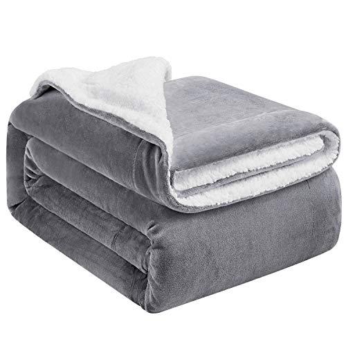 Hansleep Sherpa Decke 150 x 200 cm Grau & Weiß Wohndecke Zweiseitige Kuscheldecke extra Dick & Warm Sofadecke/Couchdecke Mikrofaser Sofaüberwurf Superweich und Flauschig Fleecedecke für Bett und Sofa