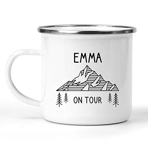 printforward Emaille Tasse Camping on Tour, personalisiert, Happy Camper, Campingbecher, Metalltasse, Wandern, Zelten, Outdoor, Wohnmobil Geschenkidee, Geburtstagsgeschenk