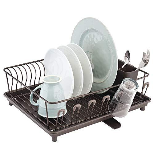 mDesign Escurridor de platos con bandeja de goteo – Bandeja escurreplatos para la encimera o el fregadero de la cocina – Secaplatos con desagüe giratorio de metal y plástico – bronce