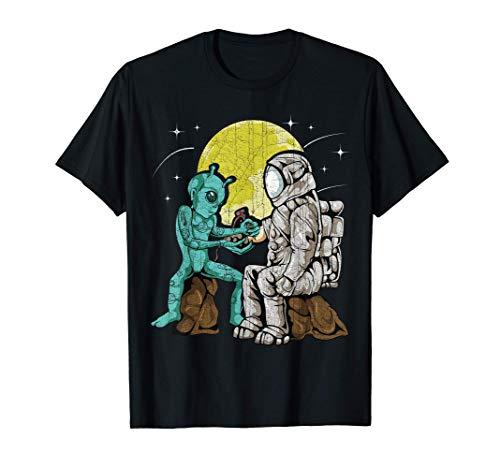 Alien Inking Astronaut Tattoo   Vintage Tattoo Artist Gift T-Shirt