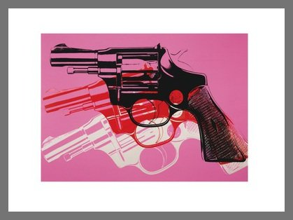 Andy Warhol Guns 1981-82 Black White red on pink Poster Kunstdruck Bild im Alu Rahmen in Champagne 28x36cm