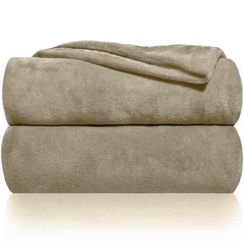 Gräfenstayn® Kuscheldecke flauschig und super weich - hochwertige Fleecedecke auch als Wohndecke, Tagesdecke, Sofadecke und Wohnzimmer geeignet - Überwurf Decke Sofa und Couch (Hellbraun, 240x220 cm)