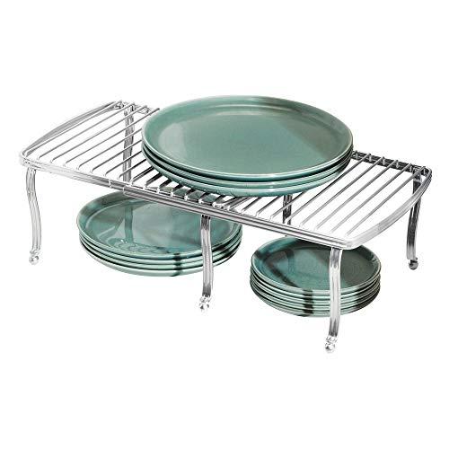 mDesign Regaleinsatz für den Küchenschrank – verstellbare Geschirrablage aus Metall für mehr Abstellfläche – rutschfester Schrankeinsatz zum Ausziehen – silberfarben